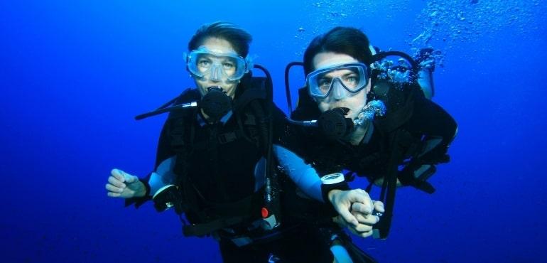 couple plongeurs